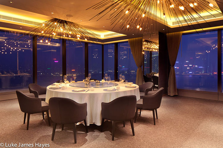 Two high end hotel restaurants ibi for High end hotels